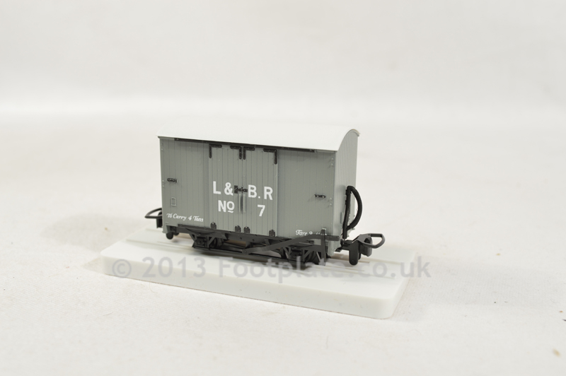 Peco GR-220u Box Van (Unlettered)