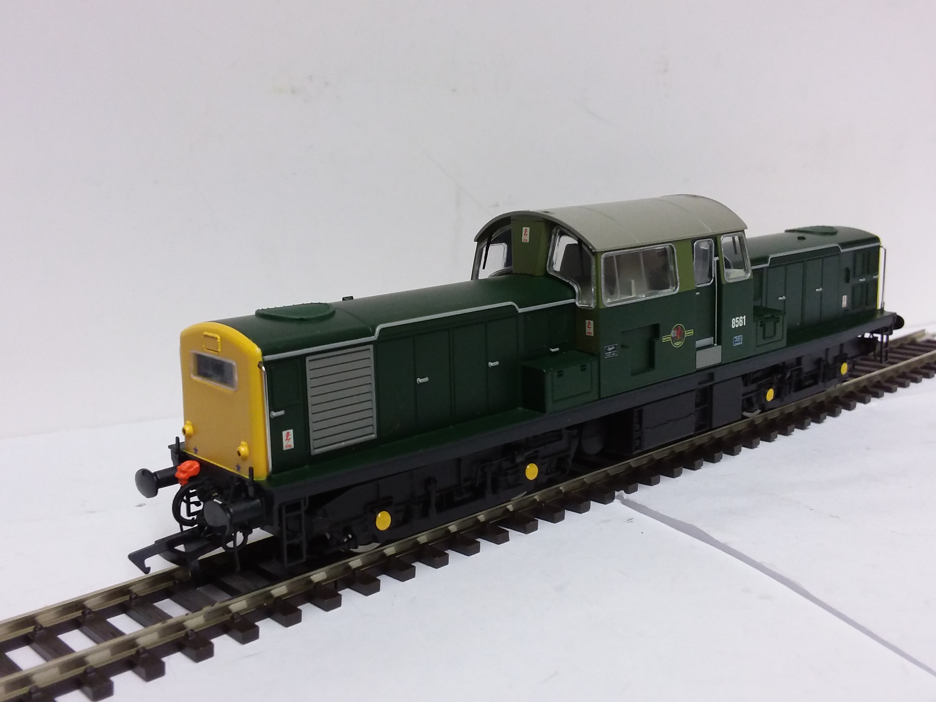 Heljan 17011 BR Green full yellow ends 8561