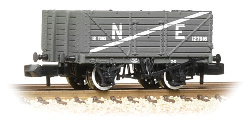 Graham Farish 377-090 7 plank end door wagon NE grey