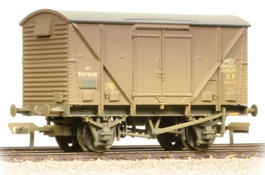 Bachmann 38-182 12t Plywood fruit van BR bauxite (weathered)