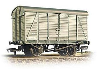 Bachmann 38-080B 12t Southern 2+2 planked ventilated van LMS grey