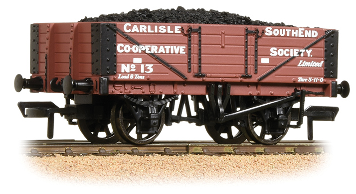Bachmann 37-073 5 Plank Wagon Wooden Floor 'Carlisle Co-Op' with Load