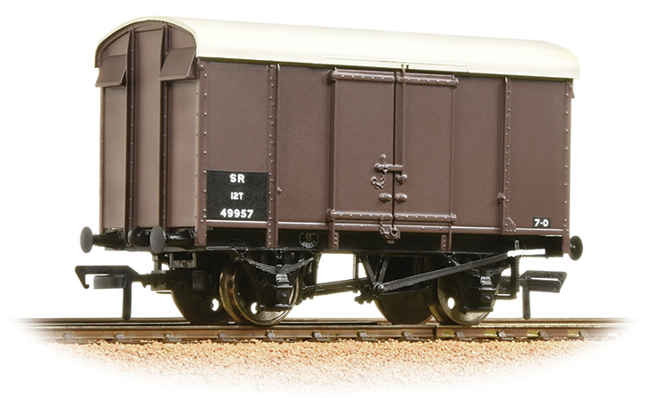 Bachmann 38-075B 12t Southern Plywood Ventilated Van SR Brown