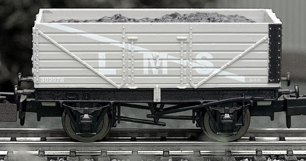 Dapol 2F-071-003 7 Plank Open Wagon LMS grey