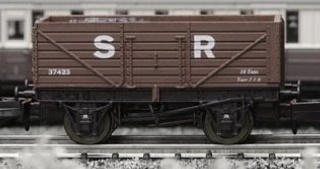 Dapol 2F-071-005 7 Plank Open Wagon SR brown