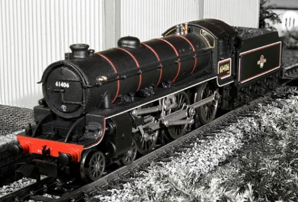 Dapol ND-120E Class B1 61406 BR lined black with late crest