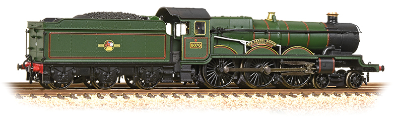Graham Farish 372-032 Castle Class 5070 'Sir Daniel Gooch' BR Lined Green with late crest