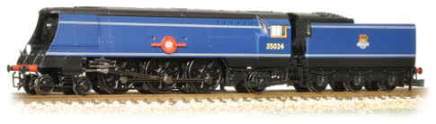 Graham Farish 372-310 Merchant Navy Class 4-6-2 35024 'East Asiatic Company' BR blue with early crest