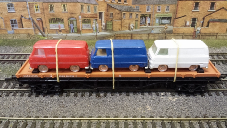 Triang Hornby Bogie Bolster with 3 assorted Commer vans (unboxed) - (second hand)