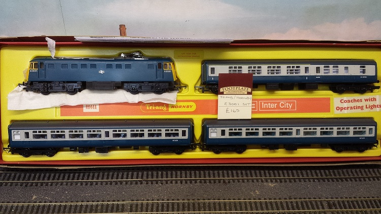 Triang Hornby E3001 Locomotive & 3 Mk1 coaches - (second hand)