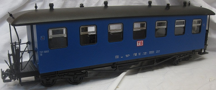 TRAIN 757-5803B 8 Wheel Bogie TB Coach Blue