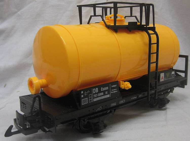 TRAIN 757-5806Y 4 Wheel Tank Wagon Yellow