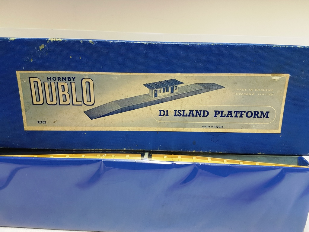 Hornby Dublo D1 Island Platform in Original Box (VIN2) - (second hand)