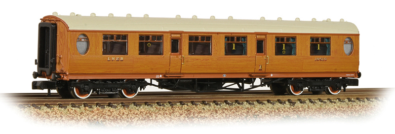 Graham Farish 376-225 LNER Thompson Composite Corridor LNER