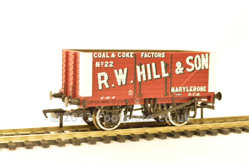Bachmann 37-162 8 Plank Fixed End Wagon 'R. W. Hill & Son'