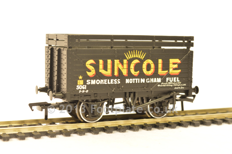 Bachmann 37-208 8 Plank Wagon with Coke Rails 'Suncole'