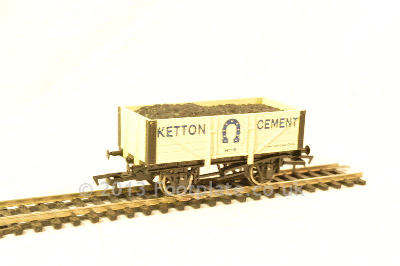 Dapol 4F-051-007 Ketton Cement 5 Plank Wagon