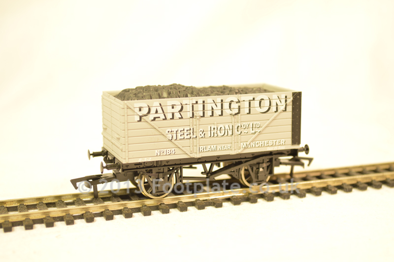 Dapol B825 Partington 8 Plank Wagon
