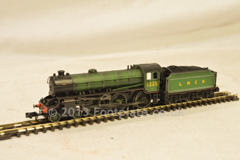 Dapol ND-120HW Class B1 1225 LNER Apple Green (Hand Weathered)