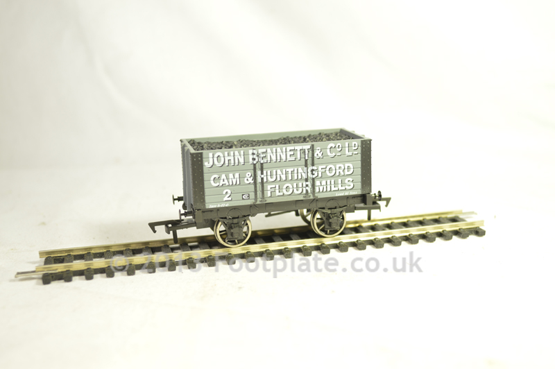 Dapol B890 7 Plank - John Bennet & Co 9ft W/B chassis