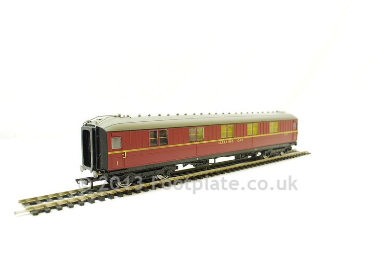 Hornby R4264B Ex-LNER Gresley 61ft 6in 1st Class Sleeper Coach E1235E BR Maroon
