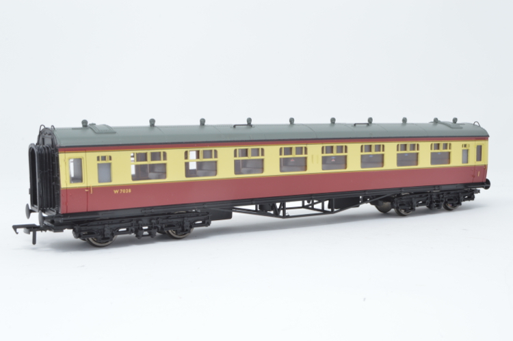 Bachmann 34-131A Collett 60ft 1st/2nd composite BR crimson & cream