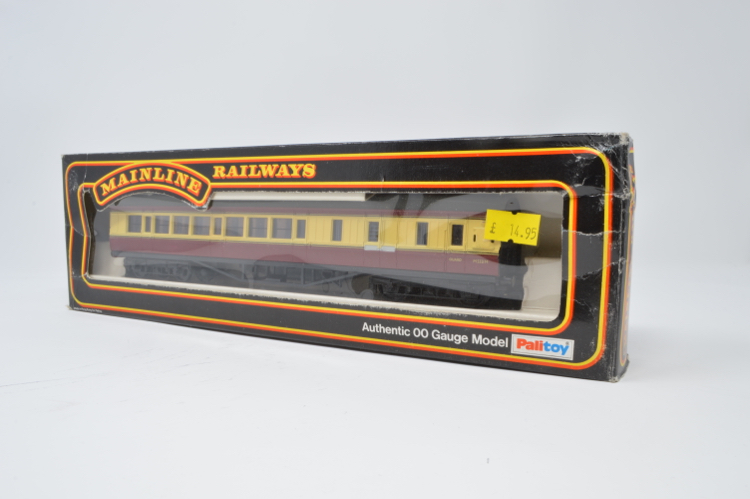 Mainline 'OO' Gauge No.37-112 BR 57ft Brake Corridor Coach ~ 1977/78